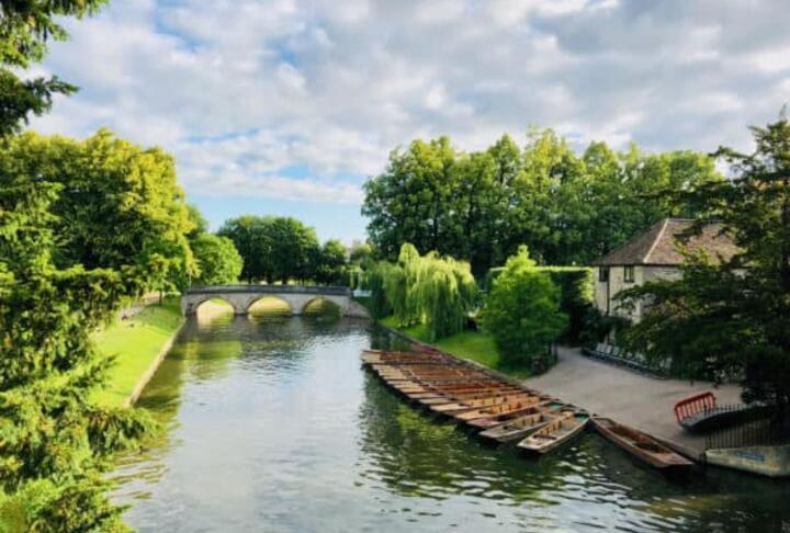 Cambridge-UK-River-Boats-Punting-600x450-via CrowdFunding.