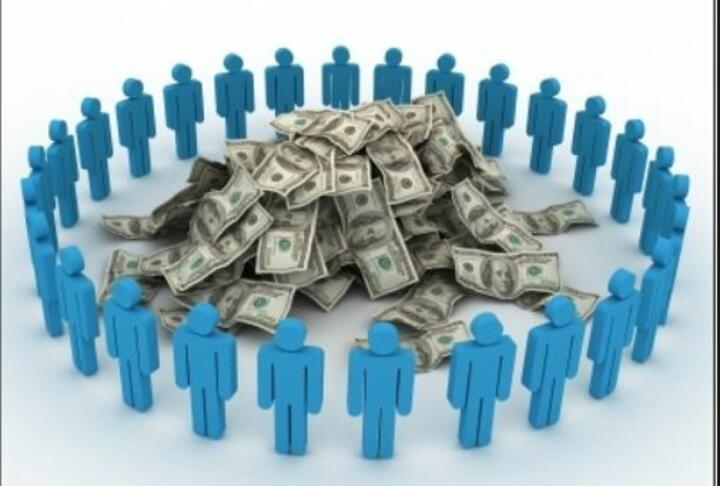 The Secret Of Crowdfunding Success? Numbers, Background And Social Media
