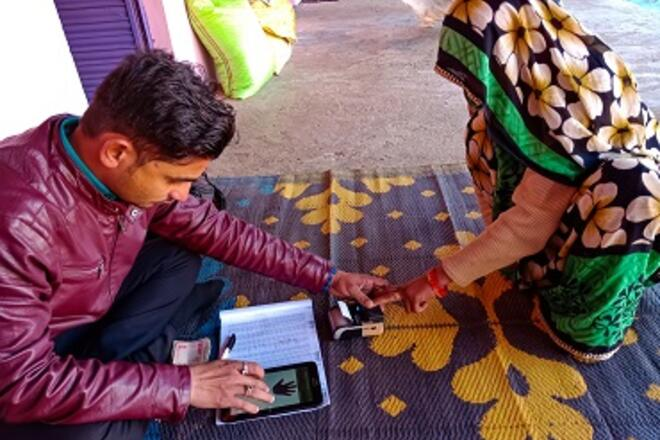 Person lending money to a woman in Asia